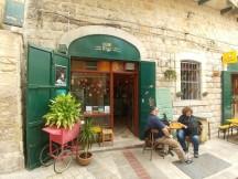בית הקפה באכסניית סים סים בנצרת